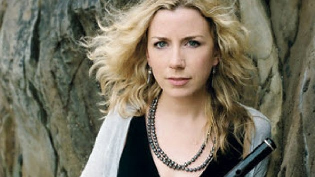 The concert will be hosted by West Kerry musician and singer Muireann Nic Amhlaoibh (pictured) with TG4's Páidí Ó Lionáird.