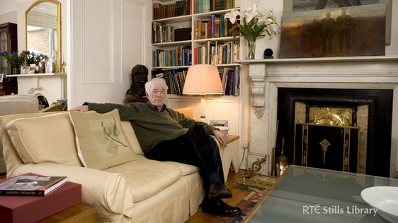 Seamus Heaney © RTÉ Archives 4215/100