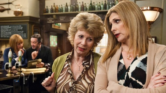 Diane talks to Bernice about Val and Ian