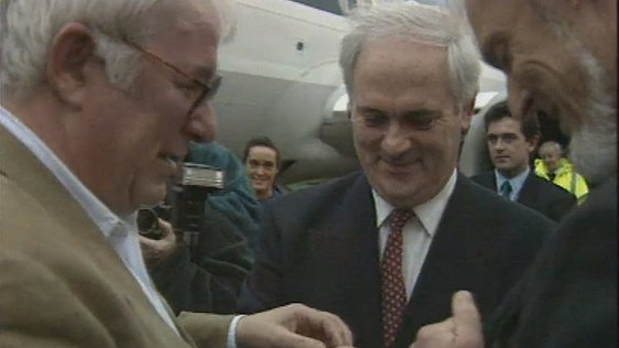 Seamus Heaney Returns from Greece
