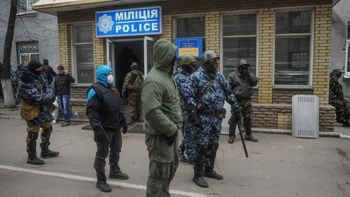 Armed men seize police station in eastern Ukrainian city of Slaviansk (pic: EPA)
