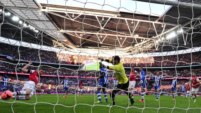 Per Mertesacker scores Arsenal's equaliser