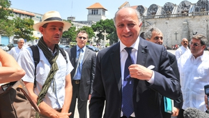 France's Foreign Minister Laurent Fabius (R) talks with tourists in Havana