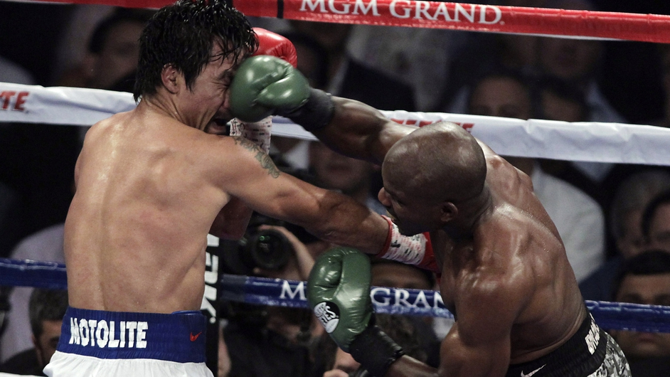 Manny Pacquiao (L) exchanges blows with Timothy Bradley during their WBO welterweight title fight in Las Vegas