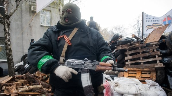 An armed man stands near of Pro-Russian protester's barricade in front of the occupied police station in Slaviansk (Pic: EPA)