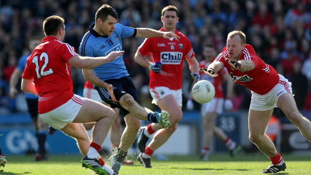 Kevin McManamon of Dublin with Paul Kerrigan and Michael Shields of Cork