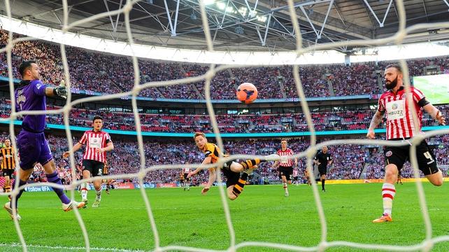 Stephen Quinn scores Hull's fourth goal against Sheffield United