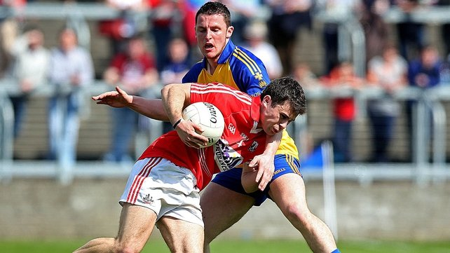 Cork's Stephen Cronin battles with Diarmuid Murtagh for possession