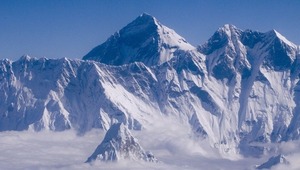 This year's Everest expeditions have been confronted by bad weather and high winds