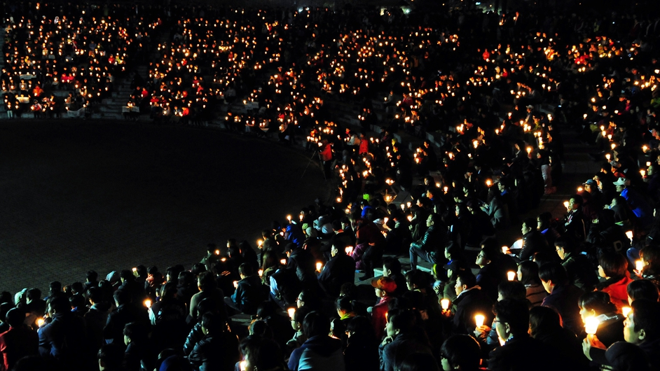 A candlelit vigil is held for the victims of South Korean ferry tragedy