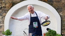 Howard Helmer helps promote the Bord Bia Egg Campaign