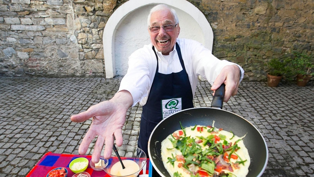 Howard can cook up a whopping 427 omelettes in just 30 minutes!