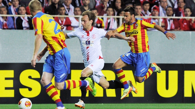 Sevilla midfielder Ivan Rakitic (C) vies with Valencia's Jeremy Mathieu (L) and Juan Bernat