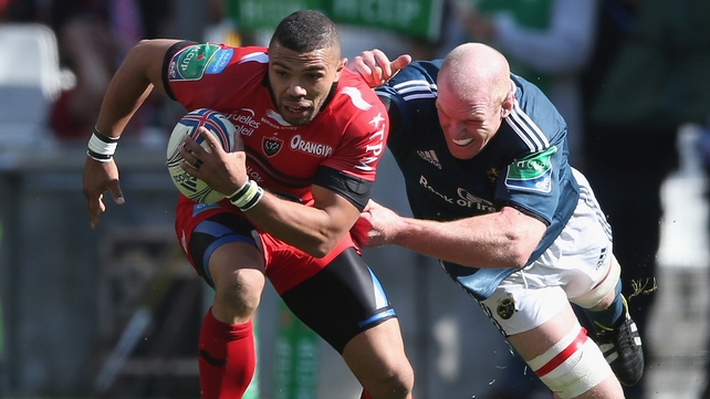 Bryan Habana escapes the efforts of Paul O'Connell