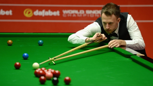 Judd Trump started final session 10-6 in front