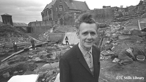 RTÉ producer Don Lenox, on an excavation site in Dublin's Winetavern Street (1969) © RTÉ Archives 2052/037