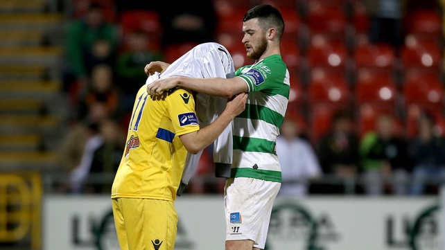 Ryan Brennan helps stand-in keeper Shane Treacy with the goalkeeper's jersey ahead of the injury-time penalty