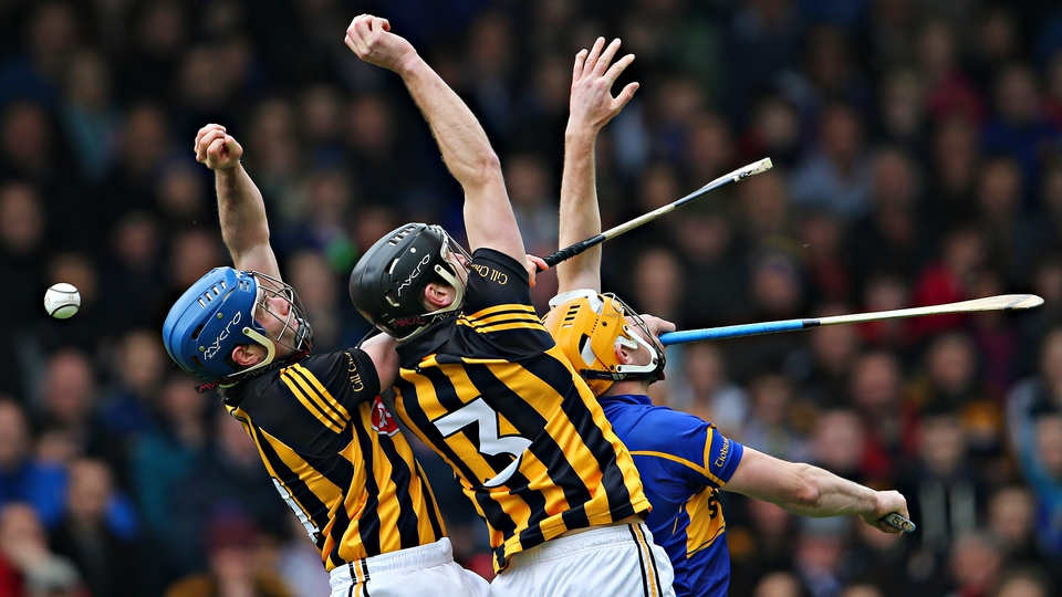 Spot the ball - Kilkenny and Tipperary contest the sliotar