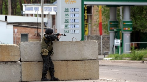 A Ukrainian soldier takes position at a checkpoint near the eastern Ukranian town of Slaviansk