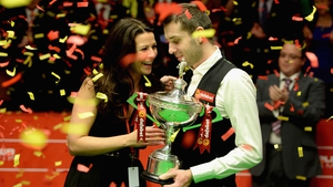 Mark Selby celebrates victory with his wife Vikki
