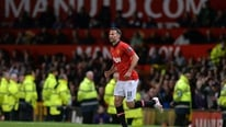 Manchester United's Ryan Giggs appeals to fans to keep supporting their team