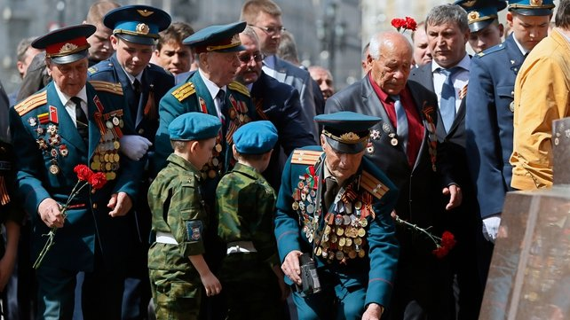 Russian WWII veterans laid flowers yesterday to mark 69 years since victory