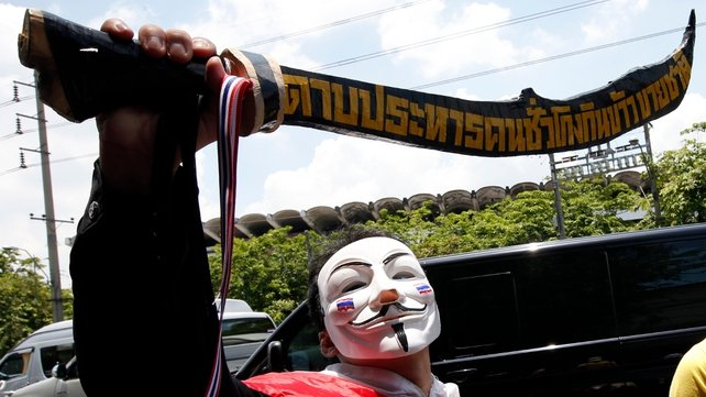Anti-government protesters march on Government House in Bangkok