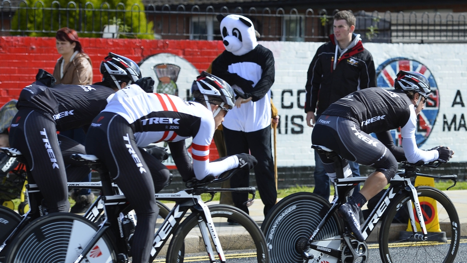 Fans (and pandas) watch the Giro riders warm up through the streets of Belfast