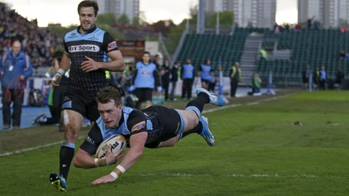 Glasgows' Stuart Hogg scores his side's second try