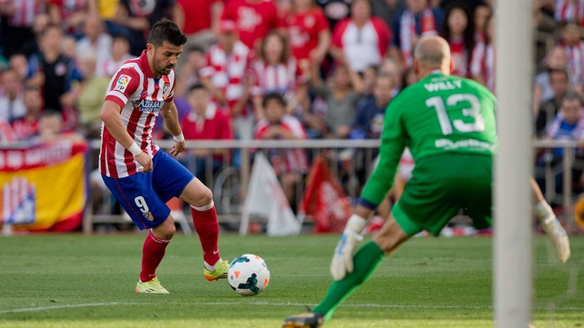 Malaga goalkeeper Willy Caballero frustrated David Villa and Atletico