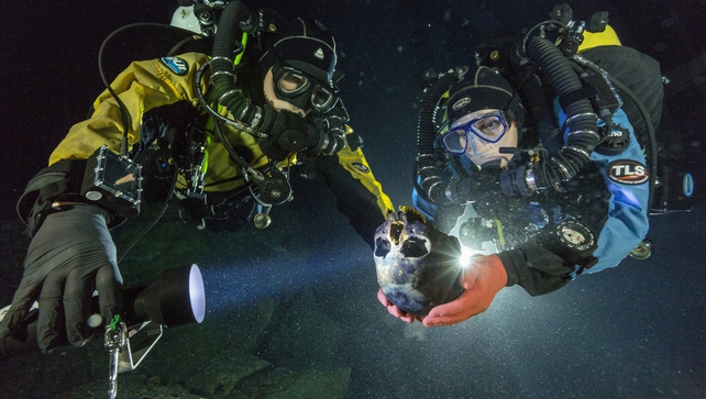 Divers susan bird and Alberto Nava transport skull in Hoyo Negro (pic: Paul Nicklen/National Geographic)