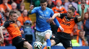 St Johnstone's Michael O'Halloran and Dundee United's John Rankin (r)