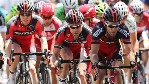 Australian Cadel Evans (centre) leads the Giro after eight stages