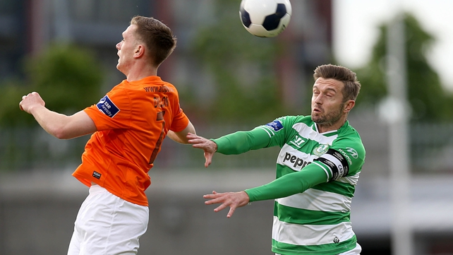 Stephen McPhail and Keelan Dillon compete for the ball at Tallaght Stadium