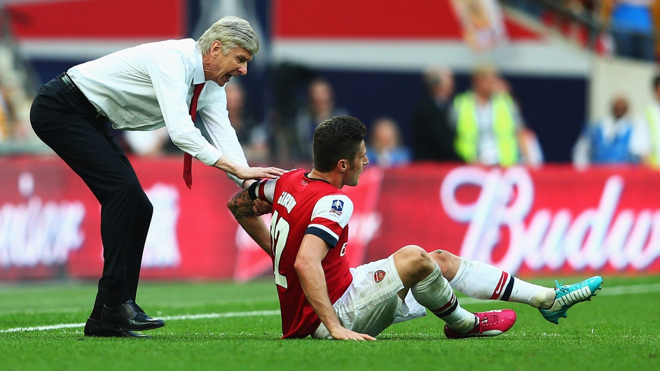 Arsenal manager Arsene Wenger grabs Olivier Giroud during the FA Cup final match against Hull City at Wembley Stadium