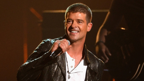 Robin Thicke premiered his new single Get Her Back at the Billboard Music Awards.