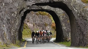 Stage 5: A breakaway group rides along the Caha Pass