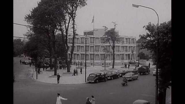 The embassy was described in 1964 as 'being circular as the placement of the 13 stars in the first American flag'