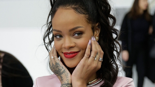 Charlie Sheen lashes out at Rihanna on Twitter