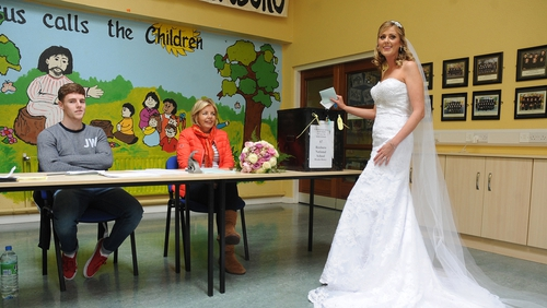 Bride Amanda Hanly voting on her way to the church at Kilteevan, close to Roscommon town earlier today (Pic: Gerard O'Loughlin)
