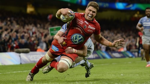 Juan Smith crashes over for Toulon's second try