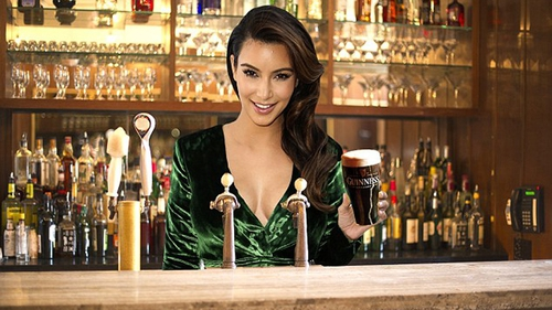 Kim Kardashian spotted enjoying a pint of Guinness Pic via Twitter @tetraimages