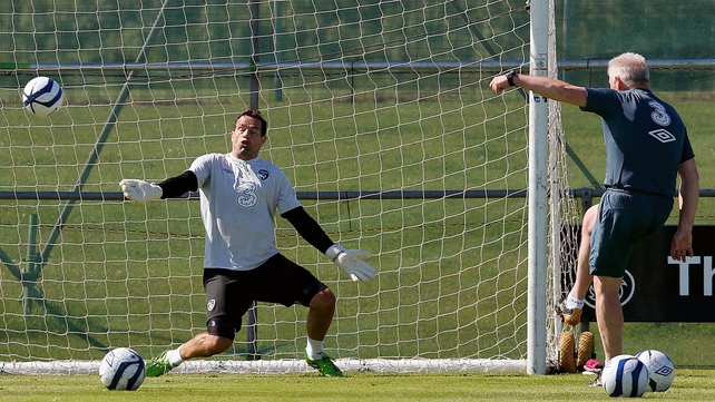 David Forde with goalkeeping coach Seamus McDonagh in training in Malahide