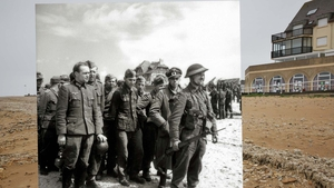 A large number of German prisoners are gathered on the beach of Bernières-sur-Mer
