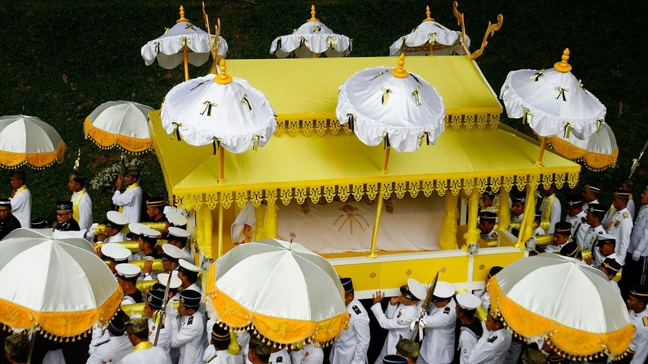 The coffin of Sultan Azlan Shah, the deceased Sultan of Perak, Malaysia is taken to Ubudiah Mosque during a royal burial ceremony