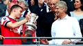 Wenger signs three-year extension