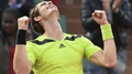 Murray eases into French Open quarters