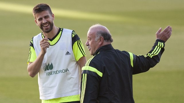 Gerard Pique laughs beside head coach Vicente del Bosque during the practice session in Sevilla on May 29, 2014