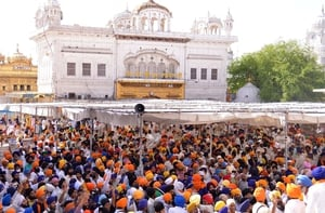 Two groups of Sikhs sporting blue and saffron turbans chased each other with swords