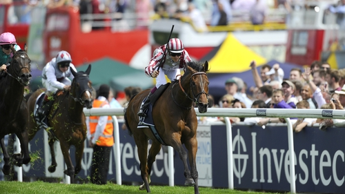 Cirrus Des Aigles pulls away in the final stretch at Epsom
